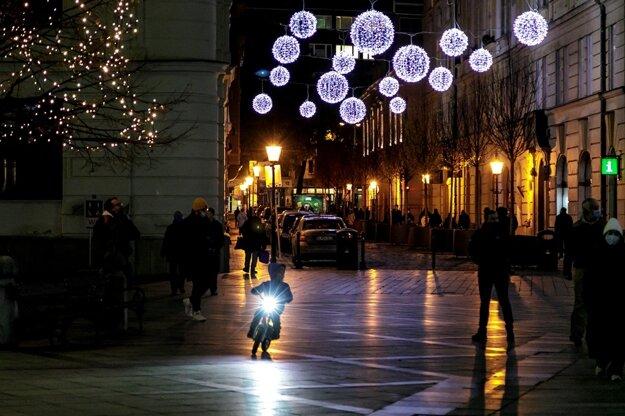 Vianočná výzdoba v centre mesta.