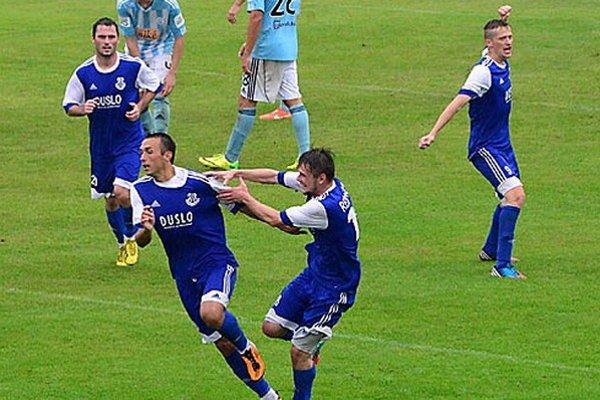 Radosť futbalistov Šale. Vpredu vľavo strelec Samir Nurkovič.