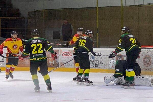 Tri body zostali v Topoľčanoch.