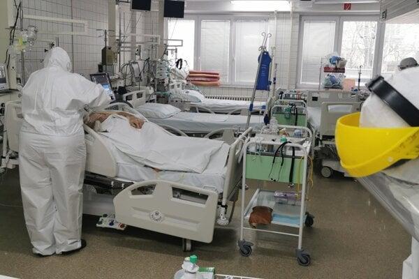 Až tri štvrtiny zúčastnených pacientov potvrdilo pretrvávajúce príznaky.