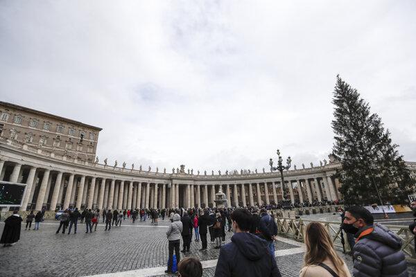 Námestie svätého Petra vo Vatikáne.