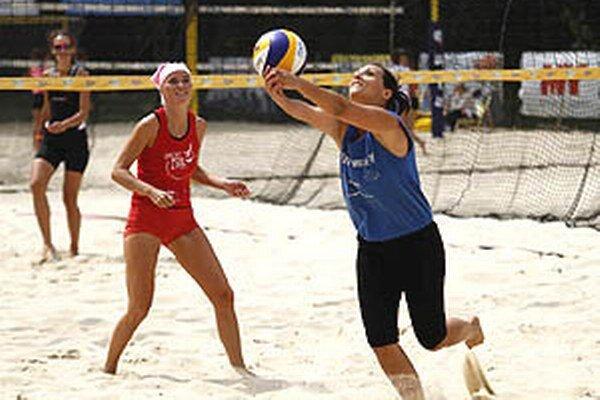 V Nitre sa opäť stretne amatérska elita v plážovom volejbale.