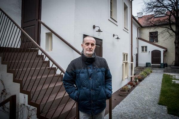 Igor Valentovič s občianskym združením Albrecht Forum rekonštruuje Albrechtov dom na Kapitulskej ulici.
