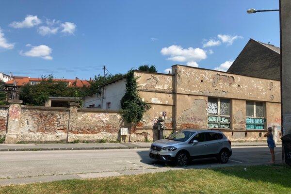 Podľa predbežných zámerov by mala nová bytovka na Jesenského 4 v Košiciach byť 3 až 4-podlažným objektom s odhadovaným počtom 60 bytov.