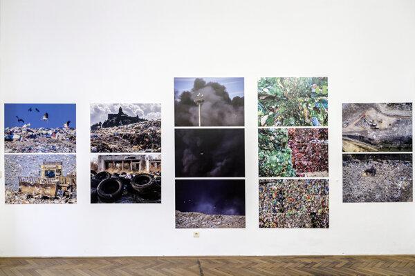 Snímka z otvorenia výstavy Tomáša Hulíka - Odvrátená strana Slovenska v Slovenskom národnom múzeu v Bratislave 17. decembra 2020.
