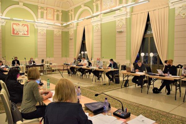 Posledné tohtoročné mestské zastupiteľstvo v Lučenci.