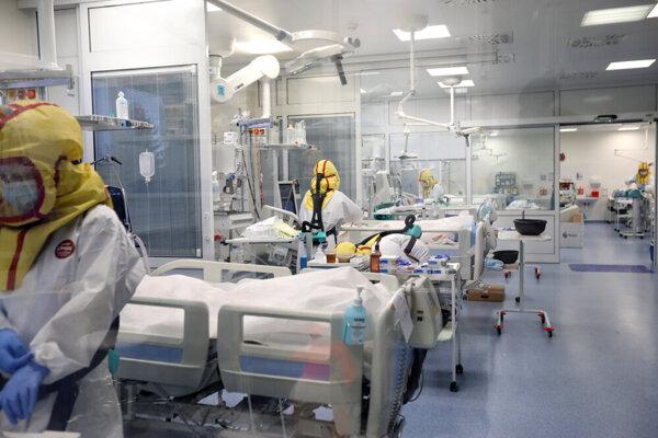Situácia v nemocnici sa ďalej zhoršuje.