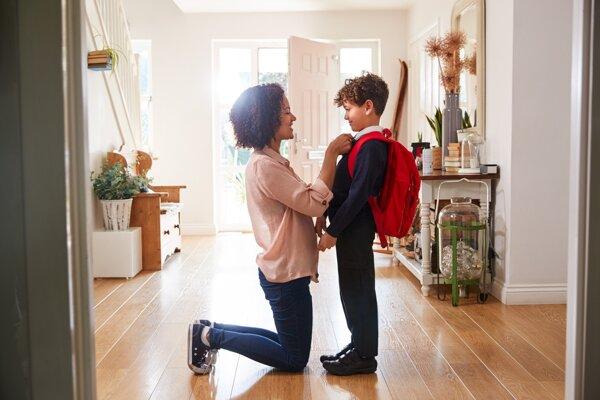 Matka školáka bude mať vďaka vyššiemu daňovému bonusu na výplatnej páske od júla približne o 16 eur viac.