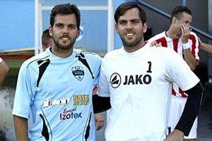 Dvojičky Marek (vľavo) a Peter Kostolániovci si zahrali proti sebe v sobotu v generálke FC Nitra s Palárikovom. Stalo sa tak po desiatich rokoch!