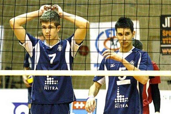 Boris Kempa (vpravo) odchádza na ročné hosťovanie do kazašského tímu, ktorý povedie tréner Kalný. Vľavo Peter Porubský, ktorý ukončil strednú školu a možno tiež odíde na vysokú školu mimo Nitry.