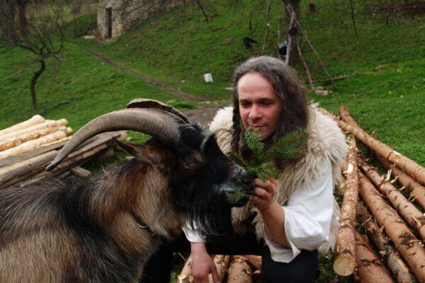 Miro Švický sa rozhodol opustiť ruch veľkomesta a usadiť sa na lazoch.