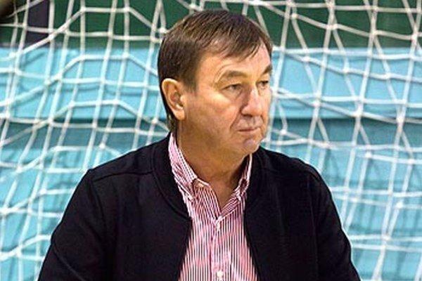 """Tréner Tibor Meszlényi má z """"prešustrovaného"""" prvého týždňa hlavu v smútku."""