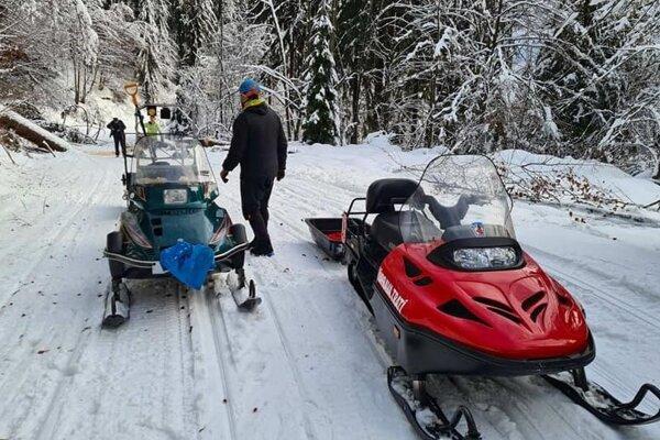 Združenie pri likvidácii nedávnej kalamity, keď v dôsledku ťažkého a mokrého snehu popadali na trať stromy.
