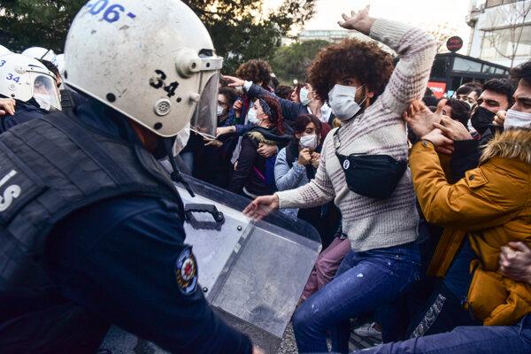 Študenti protestovali proti novému rektorovi istanbulskej univerzity.