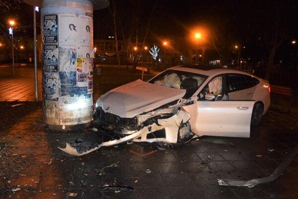 Takto to celé dopadlo - neobvyklá nehoda v Martine na Severe.