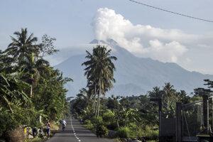 Sopka Merapi sa opäť prebudila.