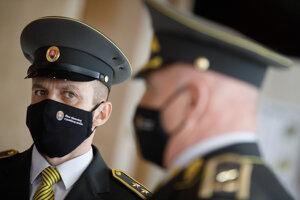 Riaditeľ Ústavu pre výkon väzby a výkon trestu odňatia slobody v Prešove Norbert Kundrák (vľavo).