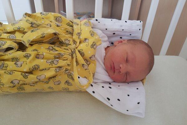 Prvý novorodenec Samko saa má k svetu.
