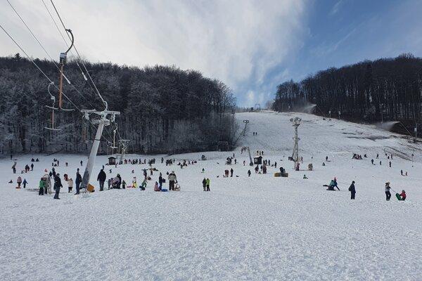 Stredisko Jahodná je ešte súčasťou Košického okresu. Ľudia tam chodia húfne najmä počas víkendu.