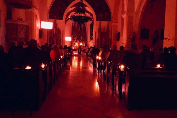 Naposledy boli kostoly plné veriacich pred Vianocami.