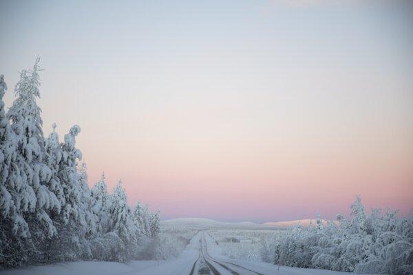 Sneženie vo Švédsku a Fínsku odstrihlo tisícky rodín od elektriny.