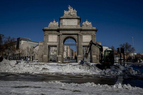 Monument Puerta Toledo v Madride.