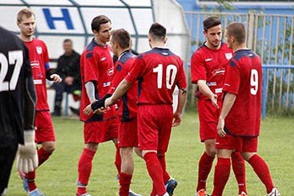 Futbalisti ČFK Nitra porazili posledný Močenok 5:1.