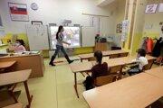 Žiaci v triede počas dištančného vyučovania na Základnej škole Hrnčiarska vo Zvolene.