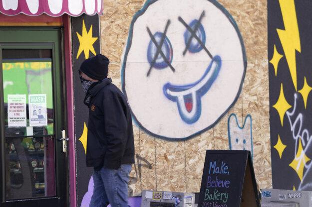 Majitelia pekárne v centre Denveru pri Kapitole podobne ako iné podniky očakávajú, že v meste môže dôjsť k násilnostiam.