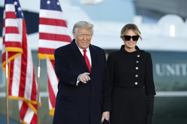 Trumpovci na základni Joint Base Andrews v štáte Maryland.