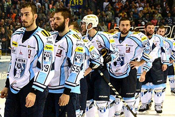 Striebro je najlepším výsledkom v histórii hokeja v Nitre. Doteraz boli maximom tretie miesta v rokoch 2006 a 2013. Michal Novák tretí zľava.