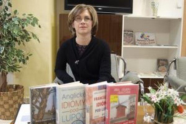 Mária Dopjerová - Danthine je autorkou jazykových publikácií aj kníh o Paríži.