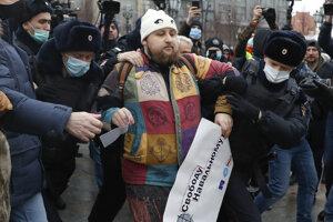 V desiatkach miest v Rusku sa konajú demonštrácie priaznivcov opozičného politika Alexeja Navaľného.