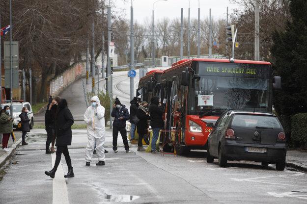 Odberné miesto v autobusoch Dopravného podniku Bratislava na Šafárikovom námestí v Bratislave.