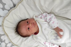 Karolínka Banincová (3260 g, 49 cm), sa narodila 6. januára Kataríne a Michalovi z Beluše-Podhoria.