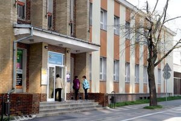 Správa športových a rekreačných zariadení mala administratívu v mestskom kúpeli.