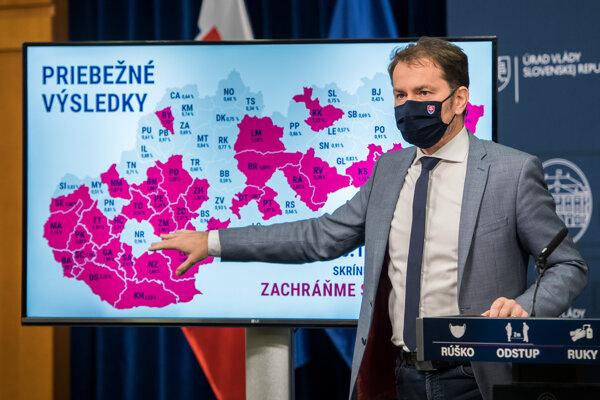 Premiér Igor Matovič počas tlačovej konferencie k priebežným výsledkom skríningového testovania.