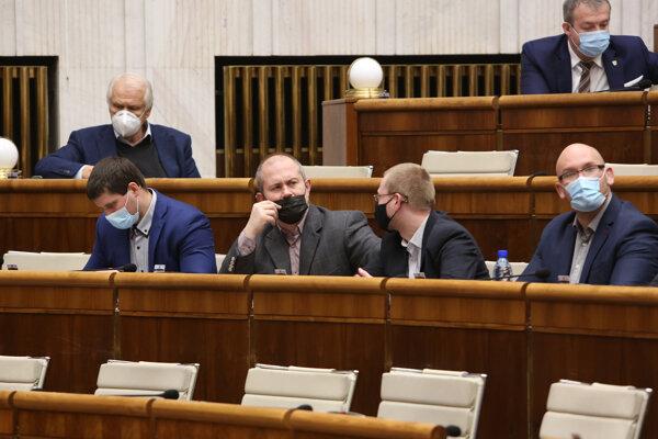 Poslanci parlamentu za stranu Ľudová strana Naše Slovensko Martin Beluský, Marian Kotelba, Rastislav Schlosár a Marek Kotleba.