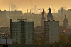 Čuchový dojem z Košíc určoval koksárenský plyn z VSŽ, štipľavý dym magnezitky i sladkastý zápach pivovaru a sladovne.