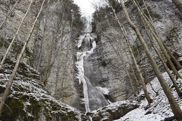 Branskovský vodopád (55 m) je najvyšším vodopádom Nízkych Tatier