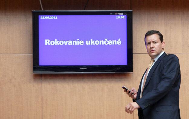 Minister vnútra Daniel Lipšic po rokovaní vlády, jún 2011.