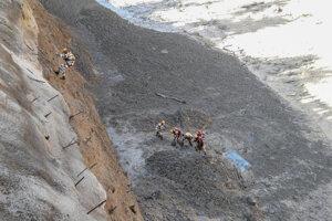 Záchranné práce na riečnom systéme Alaknanda.