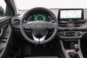Interiér Hyundaiu i30 s inteligentnou manuálnou prevodovkou.