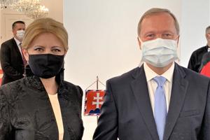 Dekrét profesora chirurgie si od prezidentky Zuzany Čaputovej prevzal František Sabol vlani.