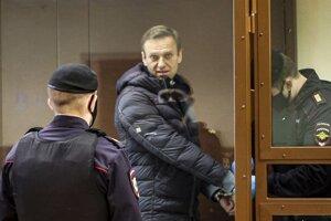 Príchod Alexeja Navaľného na súd v Moskve.