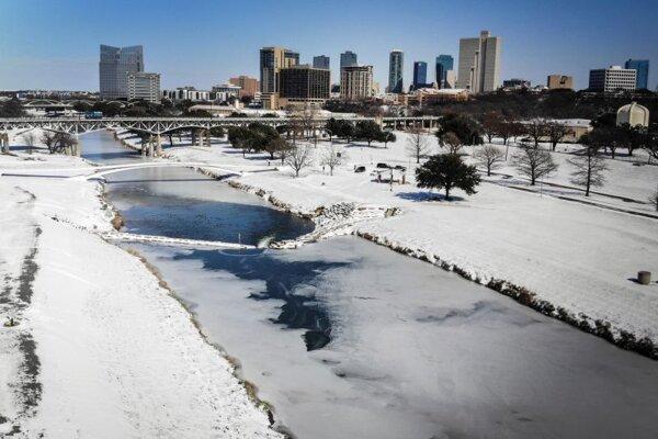 Ľad na rieke Trinity v texaskom meste Fort Worth.