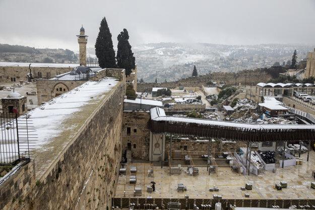 Múr nárekov pokrytý snehom.