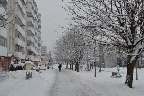 Sninskí poslanci schválili menovitý zoznam opráv chodníkov, miestnych komunikácií a odstavných plôch.