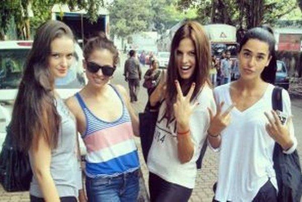 Simona Mudráková (tretia zľava) chodila na kastingy s modelkami z Austrálie, Kanady či Španielska.