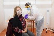 Cez víkend začali vo veľkom očkovať učiteľov v Trnavskom kraji.